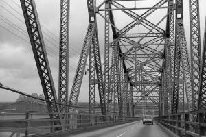 フィラデルフィア・エクスペリメント 鉄橋2