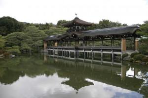 平安神宮神苑・泰平閣(橋殿)